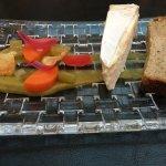 Délice de Bourgogne, caviar d'aubergine, légumes en pikels et chips croquants… Ahhh, c'est canai