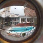 zona del hotel y piscina.