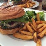 Super nette Bedienung, sehr gute und große Auswahl an Burgern. Wir hatten den Gorgonzola und den