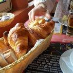 super croissants et jus de chasselas