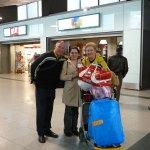 de vuelta en el aeropuerto de Madrid, con una costaricense