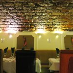 Located in an old cellar Sitar Balti has great ambiance (04/Jul/16).
