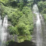 Photo de Sekumpul Waterfalls