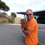 Notre guide Xavier avec notre petite chienne Cannelle
