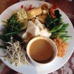 название не помню) тофу и разные овощи с соусом)