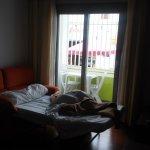 """sofá cama y terraza con """"vistas"""""""