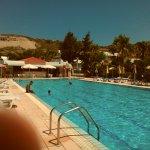 Zona ristorazione a bordo piscina