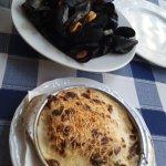 Mejillones y canelons de marisco de menú