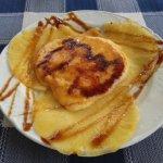 Carpaccio de piña con crema quemada de menú
