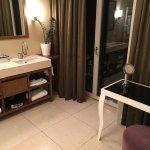 Banheiro com acesso a varanda