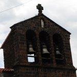l'église et son typique clocher tout proche du restaurant...