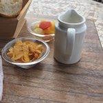 Mémorable ! 5 cornflakes qui se battent en duels, salade de fruits de conserve, jus de fruits ho