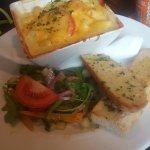 Macaroni cheese and garlic bread
