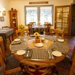 Photo de Sunflower Hill, A Luxury Inn