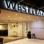 West Plaza Hotel Foto