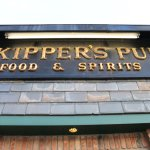 Skipper's Pub sign