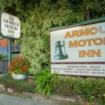 Entrance to the Armour Motor Inn