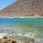 Море-хамелеон. Местность вблизи от Агиа Триада.