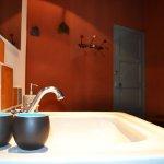 detail lavabo salle de bain chambre bleue