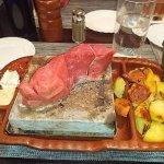 Argentinisches Rum Steak auf Heißemstein mit Bratkartoffeln