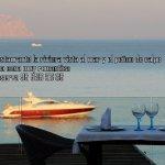 una mesa ensima del mar , la mesa mas romantica qe tiene el loca