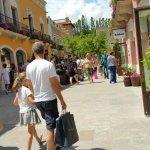 Photo de La Roca Village