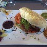 L'hamburger au foie gras et sa confiture aux myrtilles