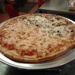 Φωτογραφία: Carmine's Pizzeria Campbell Road