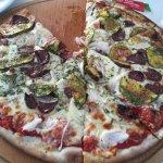 Excellentes ces pizzas là car la pâte est maison et à l'eau de source Sur place ou à emporter ✅