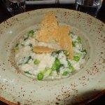 Risotto aux asperges et petits pois avec tuiles de parmesan..un délice !