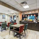 Photo de Comfort Suites Airport on Meridian