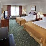 Photo de Holiday Inn Express Hotel & Suites Bellevue