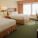 Photo de Holiday Inn Express Hotel & Suites Burlington South