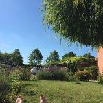 Accueil très chaleureux, jardin plus que magnifique!