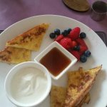 French toast with summer berries