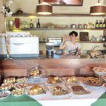 Le Capanne, smiles at the breakfast bar