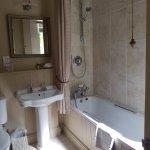 Bathroom Mews 5 Ravenswood Hall Hotel