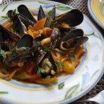 mussels saganaki