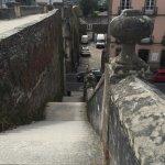 Escaleras de subida/bajada por una de las puertas