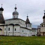 Ансамбль Ферапонтова монастыря Собор Рождества Богородицы и шатровая церковь.