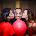 the diamond got a kiss from the two most important ladies in his life