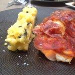 Filet de merlan, écaille de chorizo, polenta au basilic – un pur bonheur