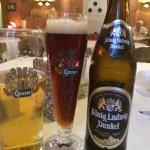 Helles und dunkles Bier