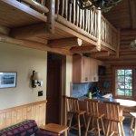 Photo de Alpine Village Cabin Resort - Jasper