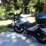 Notre moto devant le parc
