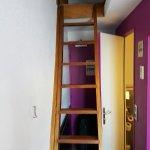 Accès mezzanine. Chambre situé dernier étage