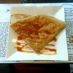 Crêpe de sarrasin aux pommes cuites au beurre et au caramel maison au beurre salé proposée par l