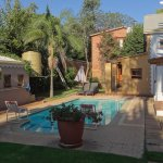 Pool, Bed & Breakfast in Hatfield