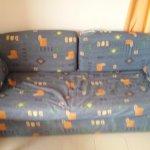 Preuve de l'état du canapé avec housse eventree et abîmée