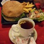 rico té y hamburguesa